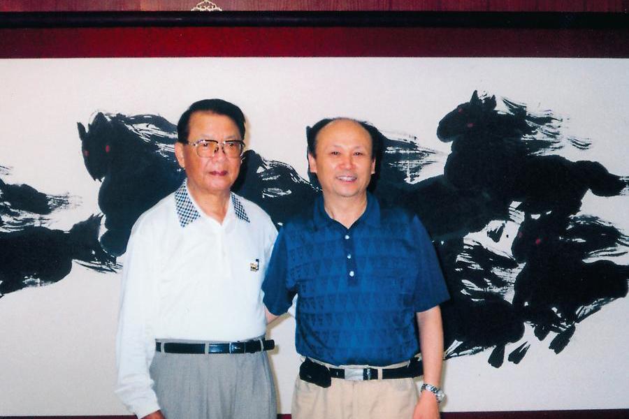 原全国政协副主席赵南起参观飞鸿画展